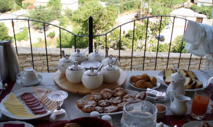 Breakfast Pirrion Boutique Hotel Sweet Hospitality (Courtesy of Greek Breakfast).